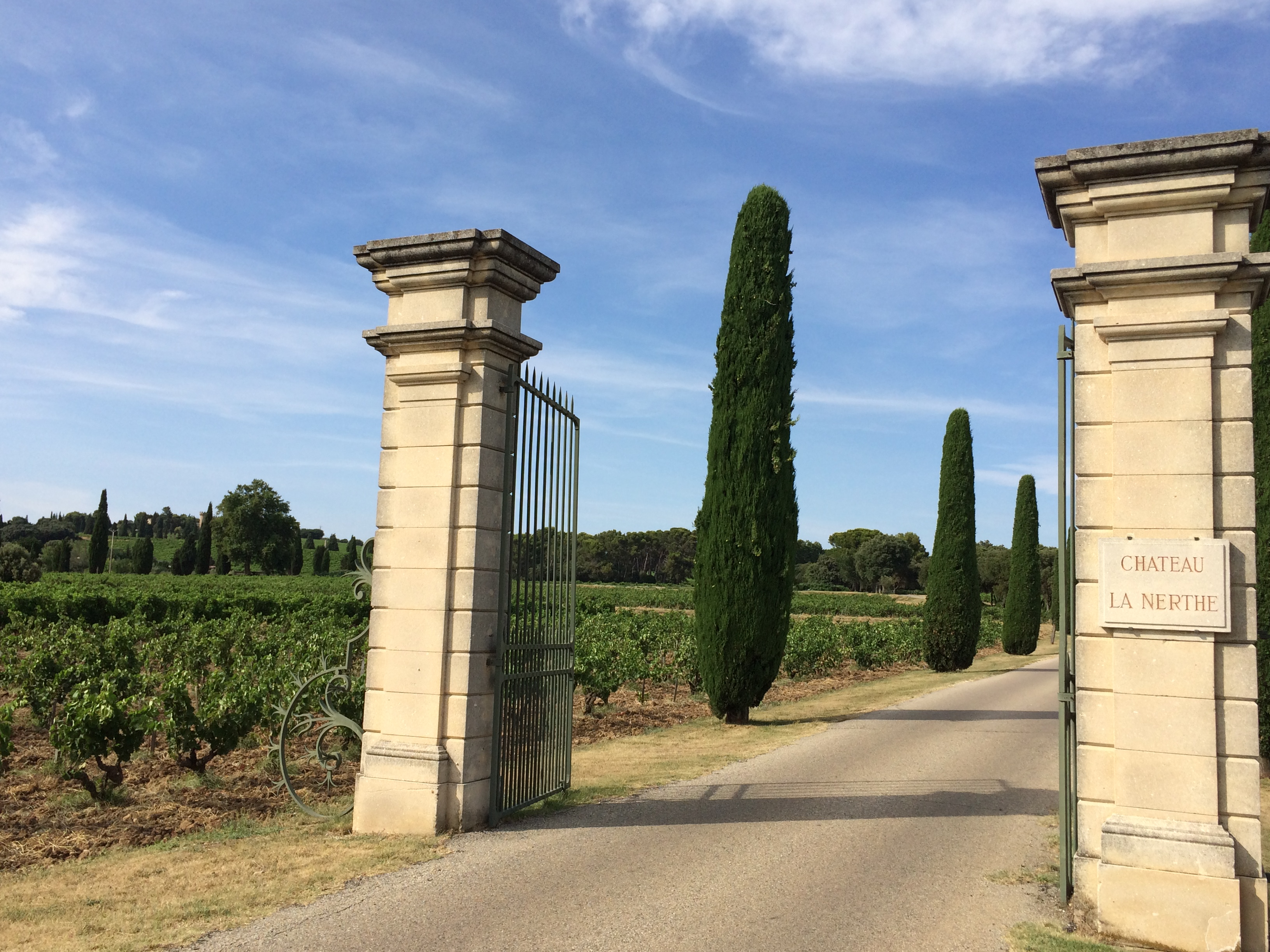 Monday 13th and tuesday 14th july chateauneuf du pape for Chateau la nerthe